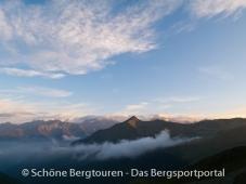 11 Gipfel Tour 2013 - Blick ueber Antholzertal zum Rammelstein