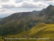 11 Gipfel Tour 2013 - Gleitschirmflieger an der Grueblscharte