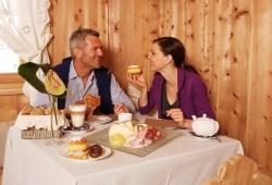 Almhof Hotel Call - Paar beim Fruehstueck