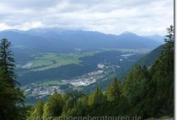 Blick auf die Kasernen von Mittenwald