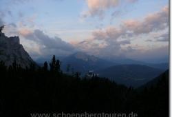 Morgendaemmerung ueber dem Wettersteingebirge