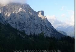 Hochlandhuette unterhalb der Tiefkarspitze