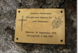 Gedenkschild am gesicherten Steig zum Baerenalpsattel