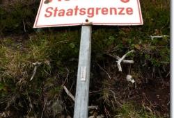 Grenzueberquerung am Baerenalpsattel