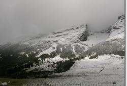 Rueckblick ueber den verschneiten Gjaidsteig