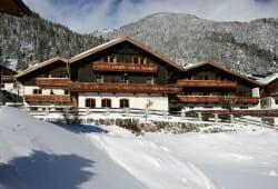 Alpengasthof Hohe Burg - Aussenansicht im Winter