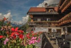 Alpengasthof Hohe Burg - Aussenterasse im Sommer