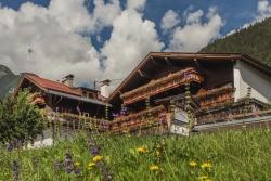 Alpengasthof Hohe Burg - Aussenansicht im Sommer