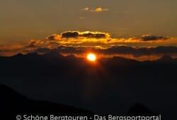 Antholzertal - Sonnenaufgang vom Gipfel des Rudlhorn