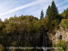 Auvergne - Wasserfall in der Naehe des Lac de Guery