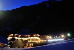 Chalet Alpin Ischgl - Im Winter bei Nacht