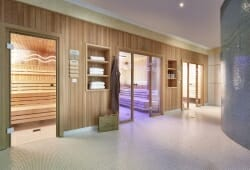 Das Alpenhaus Gasteinertal - Eingangsbereich Sauna und Dampfbad