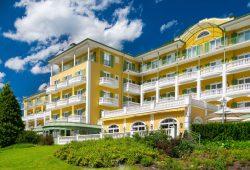 Das Alpenhaus Gasteinertal - Aussenansicht im Sommer