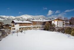 Das Alpenhaus Kaprun - Aussenansicht im Winter
