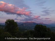 Hautes-Alpes - Schoene Abendstimmung ueber Gap