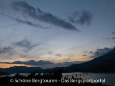 Hautes-Alpes - Morgendaemmerung ueber den Lac de Serre-Poncon