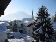 Gaestehaus Rottenspacher - Ausblick zur Kirche im Winter