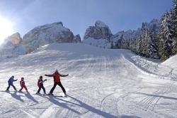 Hotel Kreuzbergpass - Kinder beim Skifahren
