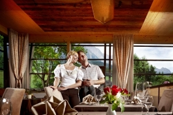Hotel Salzburger Hof Leogang - Ehepaar im Panoramarestaurant