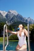 Hotel Salzburger Hof Leogang - Schwimmbad mit Blick auf die Berge