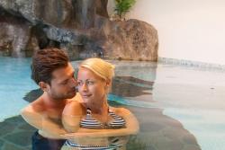 Hotel Vierbrunnenhof - Im Pool