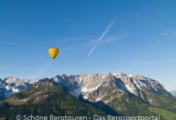 Ballons ueber dem Kaiserwinkl