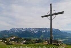 Gipfelkreuz und Kaisergebirge