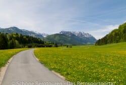 Fahrradweg im Kaiserwinkl