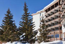 Kongress Hotel Davos - Aussenansicht im Winter