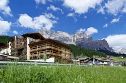 Lagacio Hotel Mountain Residence - Aussenansicht im Sommer