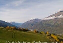 Meraner Land - Ausblick von Aschbach ueber den Vinschgau