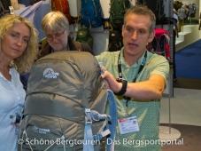 Outdoor 2012 Friedrichshafen - Rin von Lowe Alpine erklaert