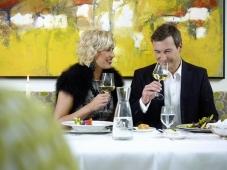 Schlosshotel Fiss - Paar im Restaurant