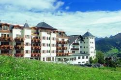 Schlosshotel Fiss - Aussenansicht Sommer