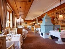 Schlosshotel Fiss - Restaurant mit Ofen