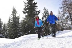 Bellwald - Paar beim Schneeschuhwandern