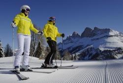 Carezza Ski - Paar auf perfekter Piste