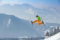 Gaissau - Hintersee - Spielbergalm - Skifahrer im Sprung