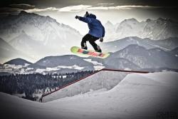 Gaissau - Hintersee - Spielbergalm - Skifahrer beim Sprung