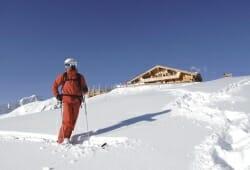 Ski-optimal Hochzillertal - Skifahrer vor Kristallhuette