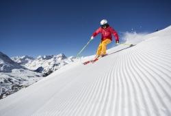 Kuehtai - Skifahrerin auf Piste