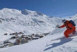 Lech Zuers am Arlberg - Skifahrer vor Zuers