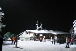 Hohenbogen - Berghaus bei Flutlicht