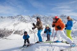 Savognin -  Familie auf Ski