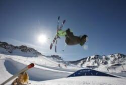 Schnalstal - Skifahrer im Sprung