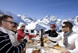 Engadin St Moritz - Terrasse des Bergrestaurants Diavolezza