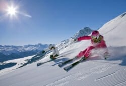 Engadin St Moritz - Zwei Skifahrerinnen im Skigebiet Corviglia