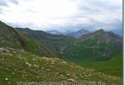 Ausblick vom Col du Bonhomme (auf 2329m Hoehe)