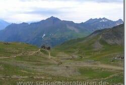 Blick auf das Refuge du Col de la Croix du Bonhomme