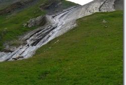 Schoene Gesteinsformationen unterhalb des Col des Fours